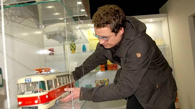 Pracovníci Galerie výtvarného umění (GAVU), pod kterou bude chebské retromuseum spadat, v těchto dnech dolaďují poslední detaily expozice.