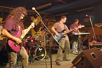 Chebští Plektrum to rozjeli v mariánskolázeňském hudebním klubu Na Rampě. Svou show dostali diváky do varu.
