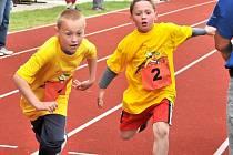 Na hřišti základní školy ve Františkových Lázních se běžela Maratonská štafeta.