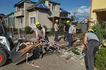 Skalenští dobrovolní hasiči jsou jedni z těch, co byli povoláni do služby po ničivém tornádu.