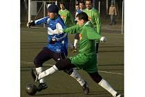 NA UMĚLÉ  trávě ve Františkových Lázních se utkaly týmy Sezimova Ústí a Skalné.  Zkušenější celek měl celé utkání navrch.