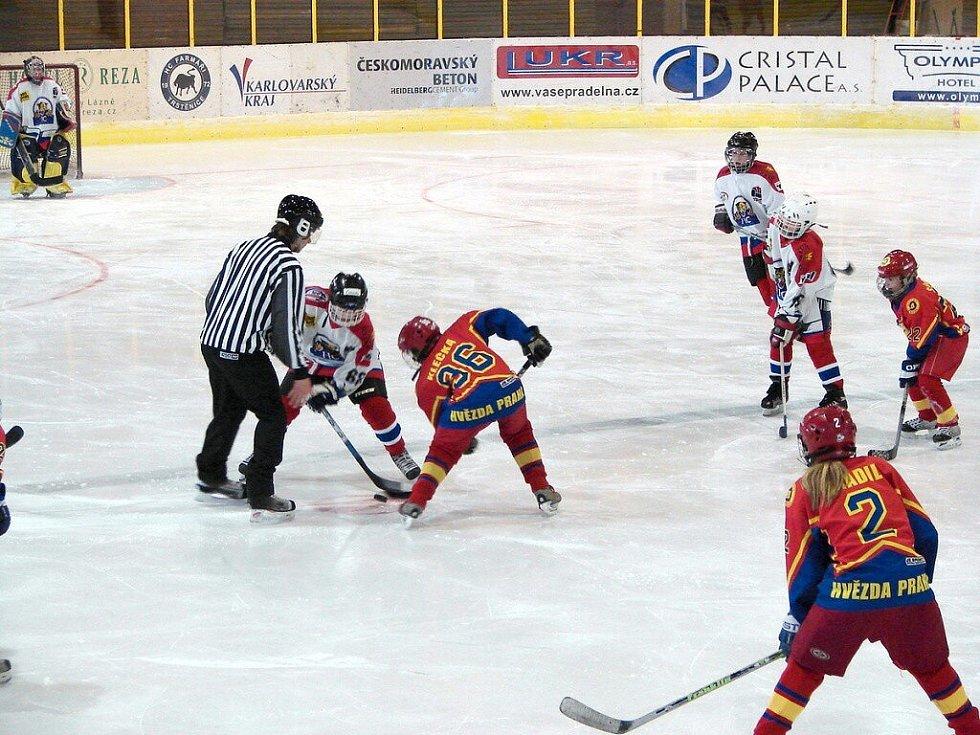 Hokejový zápas žáků 6. tříd v Mariánských Lázní. HC Mariánské Lázně prohrál s Hvězdou Praha 4:9