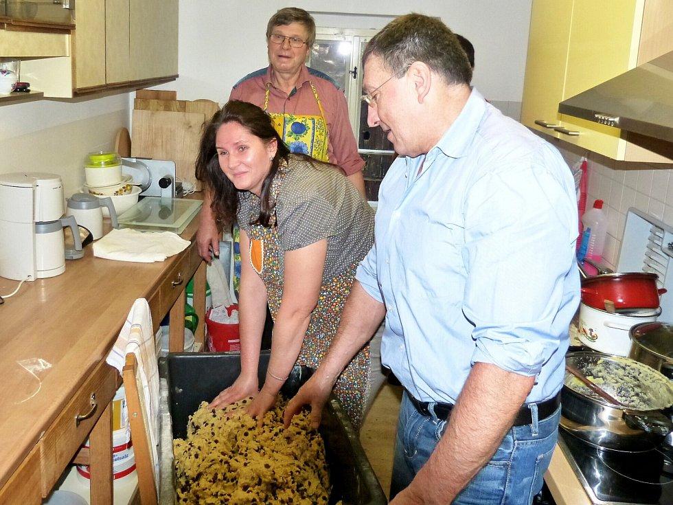 STAROSTKA Lubů Anita Černíková štólu letos připravovala se svým kolegou, místostarostou Martinem Šímou, a starostou Erlbachu Andrém Worbsem.