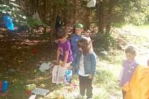 Tmavý les, pohádkové postavy a malí hrdinové pomáhající čertům, vodníkům nebo vílám. Takový program připravil pro ty nejmenší Městský dům dětí a mládeže Dráček v Mariánských Lázních.
