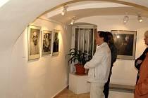 Slavnostní vernisáží začala v chebské galerii G4 výstava karlovarského fotografa Stanislava Koženého
