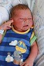 MAXMILIÁN VANICKÝ přišel na svět vchebské porodnici vúterý 16. ledna v4.27 hodin. Při narození vážil 3570 gramů. Doma vDobřanech se zmalého Maxíka těší sestřička Michaela, maminka Petra a tatínek Jonas.