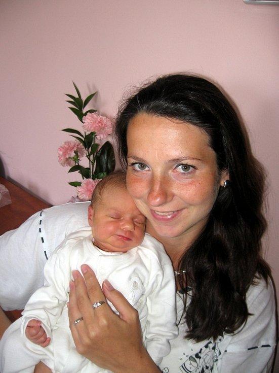 Haně a Milanovi Luhanovým zMariánských Lázní se 21. dubna v11.14 hod. narodila ve FN vPlzni dcera Daniela (3,28 kg/51 cm). Největší radost znarození Daniely má její šestiletý bráška Honzík, který si moc přál mít sestřičku.