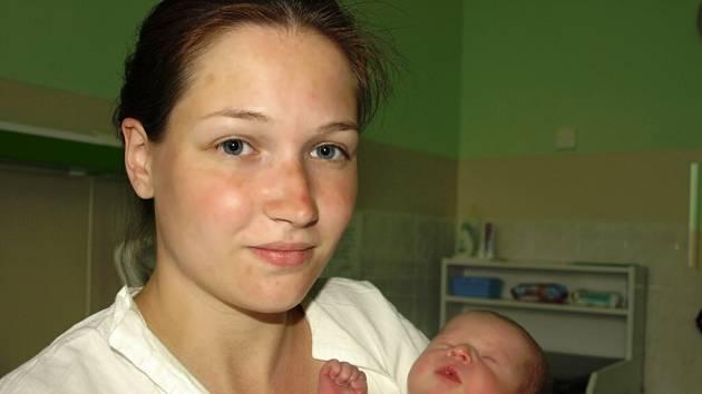 DOMINIK HEJDUK se poprvé rozkřičel ve středu v29. dubna v22.20 hodin. Při narození vážil 2620 gramů a 47 centimetrů. Ve Střížově se na maminku Lucii již moc těší tatínek Michal, který byl také u porodu.
