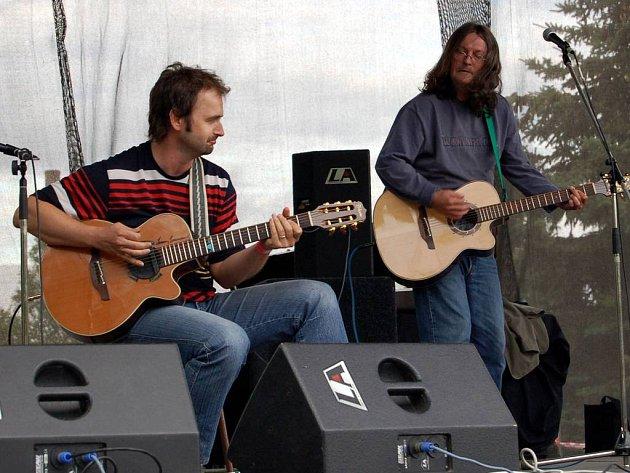 Na festivalu Digital Sun ve Velké Hleďsebise návštěvníkům představili také zpěvák Ivan Hlas a kytarista Norbi Kovács