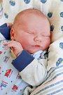FILIP ZÁPLATA přišel na svět ve středu 21. června v 2.16 hodin. Při narození vážil 3 600 gramů. Doma v Lubech se z malého Filípka radují bráškové Tomáš s Lukášem, maminka Eva a tatínek František.