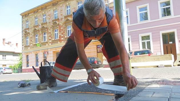 V rámci přípravných prací v těchto dnech Chebské technické služby (Chetes) provádějí nové značení celé Májové ulice, která k objezdu vede, až na křižovatku s ulicí Pivovarskou.