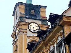 Zastavené hodiny podle lidí kopírují situaci na radnici