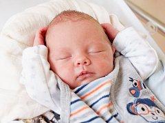 BEDŘICH DARDA se narodil v chebské porodnici ve středu 10. Června v 1.27 hodin. Při narození vážil 2 850 gramů a měřil 47 centimetrů. Maminka Ivana a tatínek Bedřich se radují z malého Bedříška doma v Nejdku.