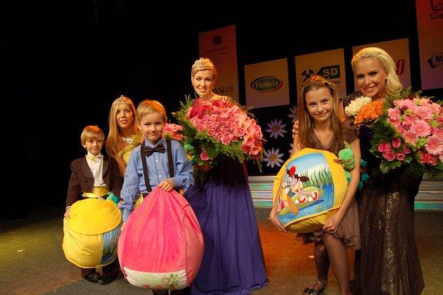 ČESKOU MISSIS 2015 se v Mariánských Lázních stala Eva Blahynková Hráská z Prahy (na snímku uprostřed).