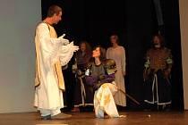 Představení Johanky z Arku v podání skupiny historického a divadelního šermu Rectus