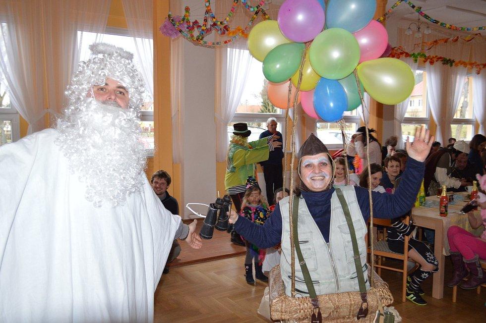 Staročeské i ´moderní´ postavičky dorazily na sedmnáctý ročník Milíkovského masopustu.