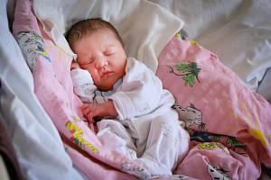 TEREZA ČERMÁKOVÁ se narodila jako první miminko letošního roku v chebské porodnici v úterý 1. ledna v 17.04 hodin. Na svět přišla s váhou 2 850 gramů. Maminka Martina a tatínek Jaroslav se radují z malé Terezky doma v Mariánských Lázních.