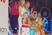 řednice Dagmar Güttlerová ze Šumperku, soutěžící  s tehdy čtyřletou Viktorkou, si před půl rokem z Mariánských Lázní odvezla korunku Missis 2010