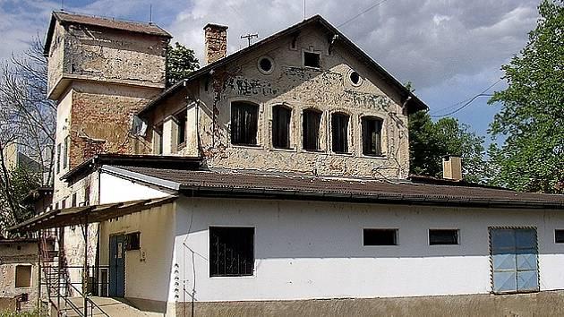 Nevzhledná budova bývalého pivovaru v Chebu se možná promění v muzeum papíru.