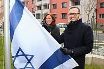 NĚKOLIK AKCÍ, které se věnují židovské kultuře, mají za sebou pracovníci Městské knihovny v Chebu. Tento týden je tam celý věnovaný židovské kultuře a její spojitosti nejen s Chebskem.