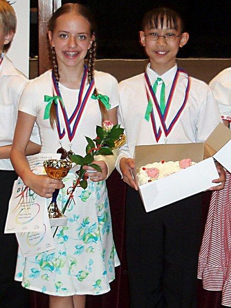 Titul mistrů republiky ve vyšší dětské kategorii přivezli do Chebu Tomáš Hoang Khai a Saskie Vaňousová