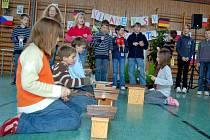 4. základní škola z Chebu uzavřela dohodu o spolupráci se základní školou v německém Etzenrichtu. Němečtí školáci si k podpisu dohody připravili kulturní vystoupení