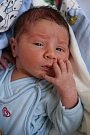 DUŠAN NAĎ přišel na svět v pondělí 24. dubna ve 23.11 hodin. Při narození vážil 2 990 gramů. Doma v Chebu se z malého Dušánka raduje sestřička Emička spolu s maminkou Hankou a tatínkem Dušanem.