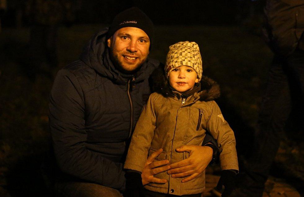 Tradiční rozsvícení vánočního stromu se uskutečnilo ve Františkových Lázních.