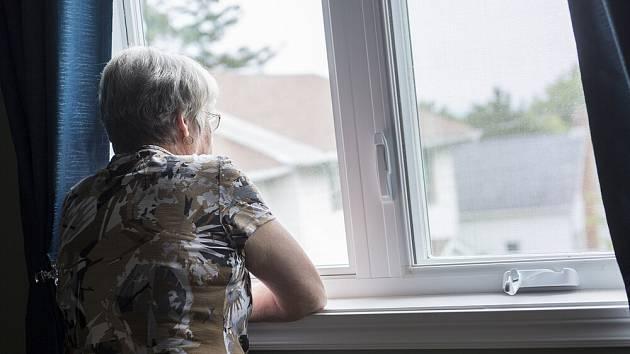Úzkosti trápí řadu seniorů.