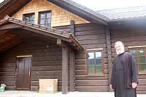 Klášter, který je podle pravoslavné terminologie monastýr zasvěcený svátku Proměnění Páně, budují pravoslavní v Těšově u Milíkova.
