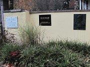 Město se pustilo do opravy náhrobku Václava Skalníka.
