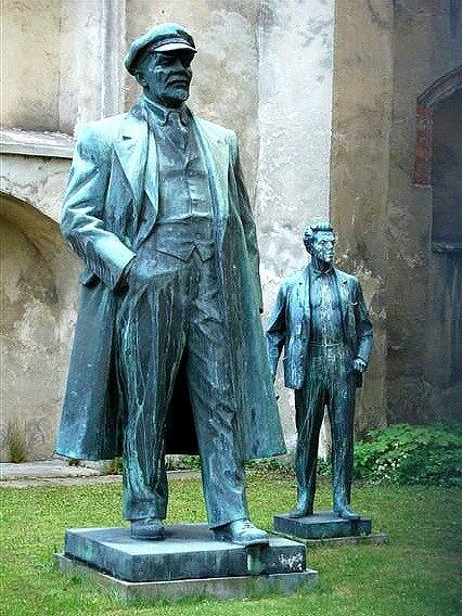 Hosté akce se v Aši setkají také s Leninem. Nikoliv sochou, ale jeho rolí v Dobytí Zimního paláce, která se koná v sobotu 10. listopadu od 15 hodin. I