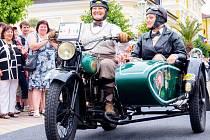 Uplynulé tři dny patřily 15. ročníku Karlovarské Sanssouci Veteran Rallye. Ta projela všemi třemi okresy Karlovarského kraje. V sobotu si mohli nablýskané jednostopé a dvoustopé skvosty užít i návštěvníci Františkových Lázní.