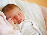 KATEŘINA MOCOVÁ si poprvé prohlédla svět v neděli 28. února v 12.20 hodin. Při narození vážila 3 270 gramů a měřila 50 centimetrů. Z malé Kateřinky se raduje doma v Chebu maminka Eliška a tatínek Vladimír.