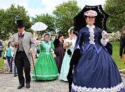 Slavnostní svěcení lázeňských pramenů, průvody v historických kostýmech, promenádní a kolonádní koncerty klasické, folklorní i moderní hudby, mše a jarmarky. Takhle vypadalo už 210. zahájení lázeňské sezóny v Mariánských Lázních.