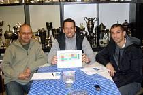 PRAŽSKÁ  schůzka: Pavel Maršík, Pavel Horváth a Jan Rezek (zleva).  Horváth se stal partnerem Letních fotbalových kempů.