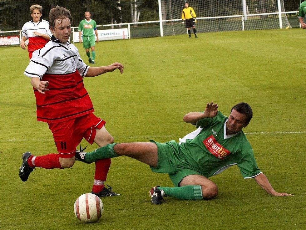 PRVNÍ poločas duelu Františkovy Lázně – Loko Karlovy Vary mnoho gólových šancí nepřinesl. Zato ve druhém viděli diváci pět branek, bohužel pro Františkolázeňské, čtyři v domácí síti.