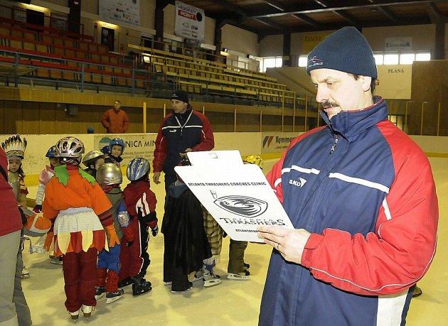 Na závěr Školičky bruslení uspořádal Sport-Servis M. Lázně spolu s HC Mar. Lázně.cz maškarní rej na mariánskolázeňském ledě zimního stadionu.