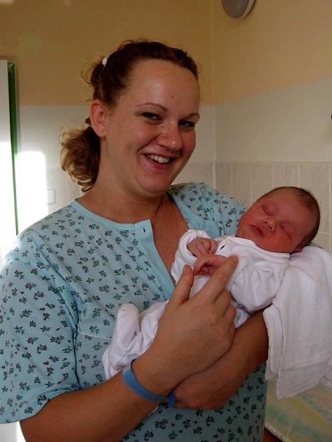 ONDŘEJ  KUBAL z Chebu se narodil 6. ledna v 7.15 hodin. Vážil 4,37 kilogramu a měřil 53 centimetrů