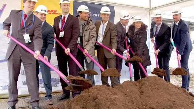 V CHEBU ZAČALA výstavba nové haly společnosti DHL.