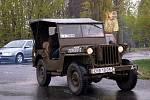 Kolona Jeepů a Dodgeů vyráží od Ypslonky směrem na Ašsko