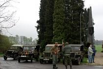 Setkání účastníků Jízdy osvobození 1945 - 2009 u pomníku 1. pěší divize na Ypsilonce
