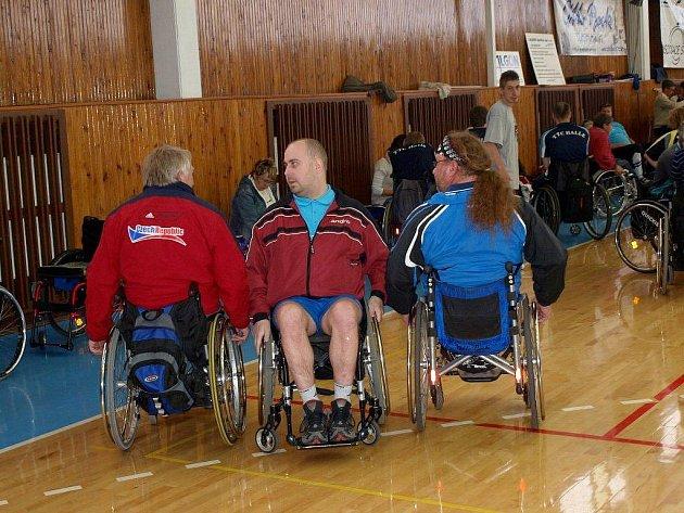 Chebská sportovní hala patřila největšímu turnaji vozíčkářů ve stolním tenise.