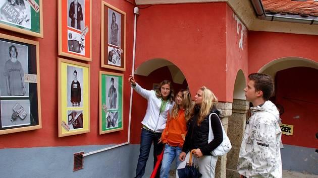 Studenti mariánskolázeňské fotografického učiliště na Chebských dvorcích