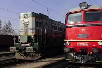 Z chebského lokomotivního depa po zimním deponování odjely do železničního muzea v Lužné u Rakovníka legendární lokomotiva Sergej a Čmelák. Lokomotiva Sergej byla vyrobena v roce 1979  a lokomotiva Čmelák vyjela z výroby už v roce 1963. Jedná se tak o pra