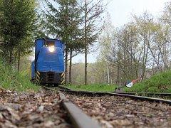 Muzejní úzkorozchodná kolej Kateřina začala o víkendu opět přepravovat cestující u rezervace Soos v Novém Drahově.