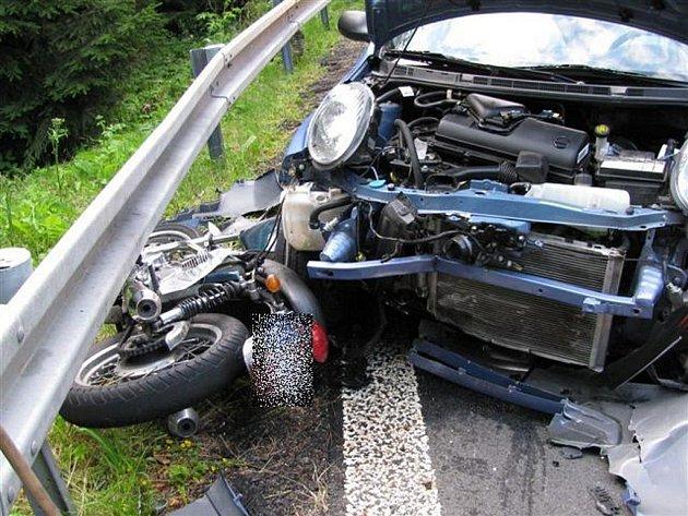 Tragická nehoda motocyklisty mezi Bečovem a Mariánskými Lázněmi