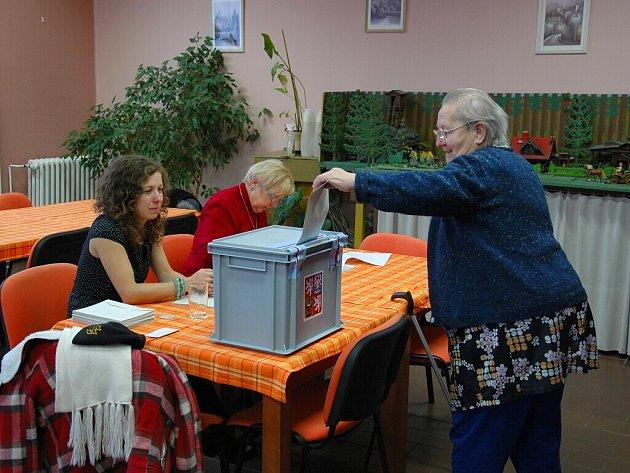 První kolo prezidentských voleb mají za sebou i obyvatelé z Domova pro seniory na chebském sídlišti Skalka.
