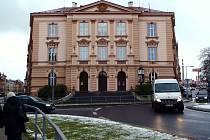 MĚSTO BUDE MUSET například řešit problém s pronikáním vlhkosti do suterénu chebské 2. základní školy.