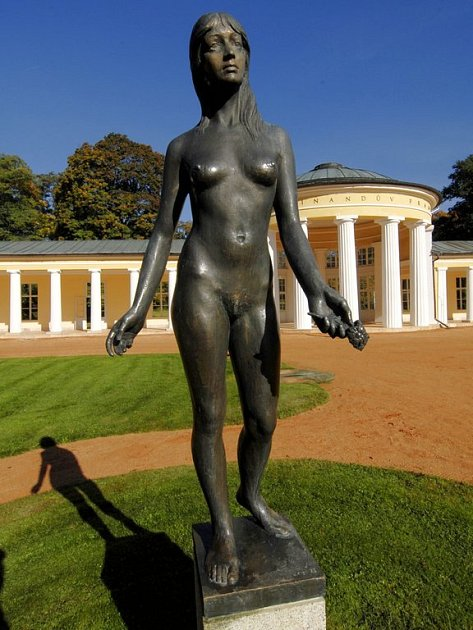 Bronzovou sochu Jara odcizili tři muži, aby ji za 5 950 korun prodali rozřezanou do šrotu